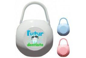 Boite à tétine futur dentiste souriant