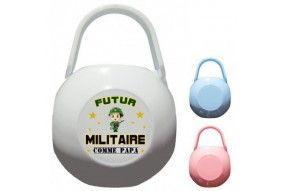 Boite à tétine futur militaire casque vert comme papa