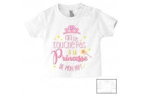 Tee-shirt de bébé on ne touche pas à la princesse de mon papy