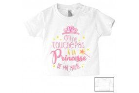 Tee-shirt de bébé on ne touche pas à la princesse de ma mamie